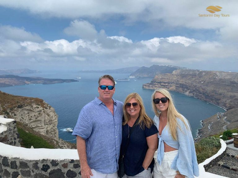 Santorini the Atlantis Tour: Ancient Akrotiri and vistas of Oia town