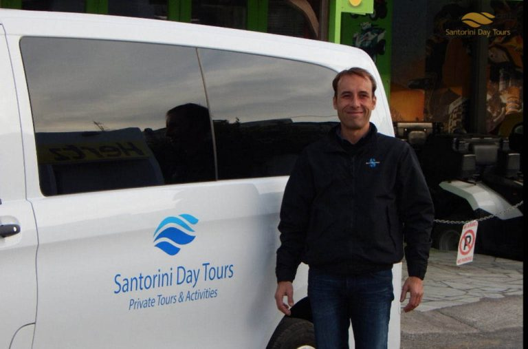 Santorini Private Arrival Transfer: Airport/Port to Hotel or Airbnb